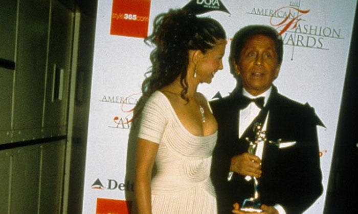 Ashley Judd and Valentino at CFDA Awards, 2000