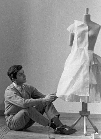 In 1959, after working in Paris at the houses of Jean Dessès and Guy Laroche, a young Mr. Valentino decided to return to Italy and establish his own atelier.